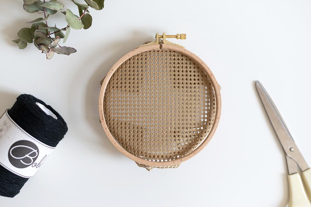 Wanddeko mit Stramin: DIY   we love handmade